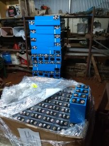Unpacking cells from pallets